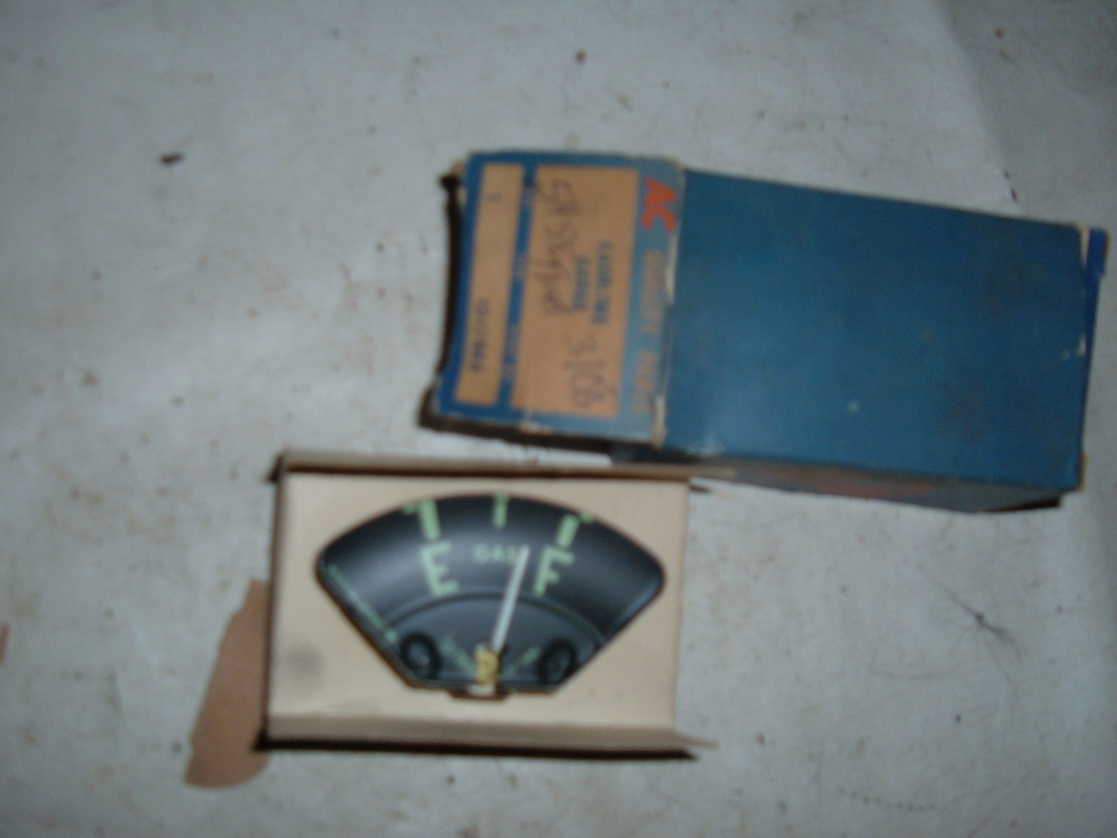 1954 55 chevrolet truck gas gauge dash unit nos gm 1517880 (z 1517880)