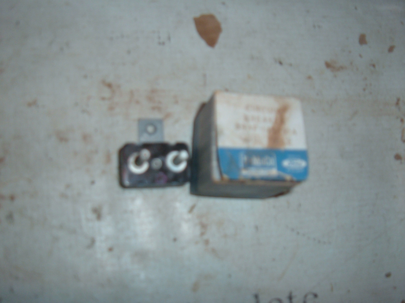 View Product1958 59 ford / thunderbird windshield wiper instrument cluster fuse nos B9AF-14526-A (z b9af14526a)
