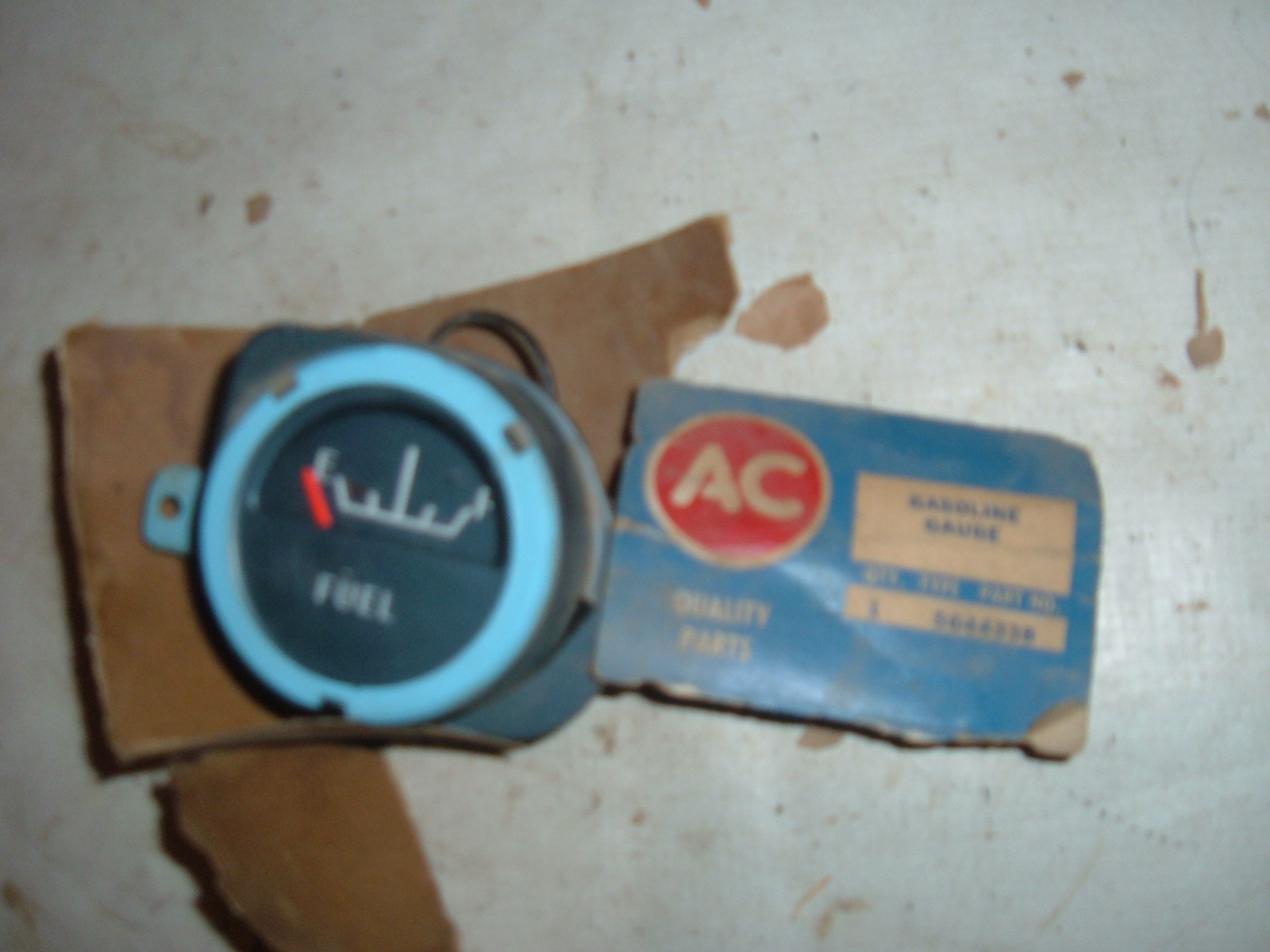 1963 pontiac grand prix gas gauge nos gm 5644338 (z 5644338)