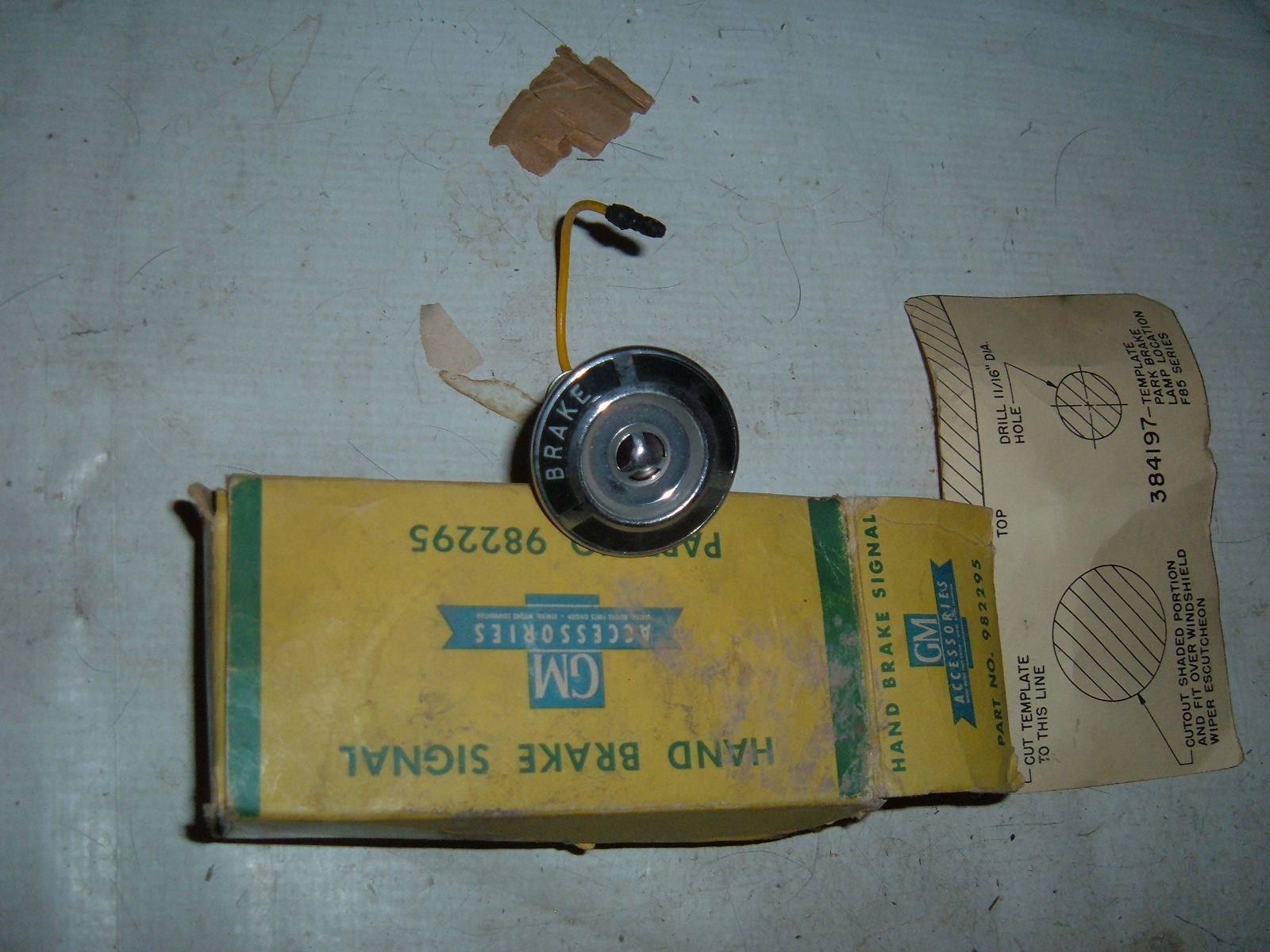 View Product1963 oldsmobile parking brake emergency brake sognal light nos 982295 (z 982295)
