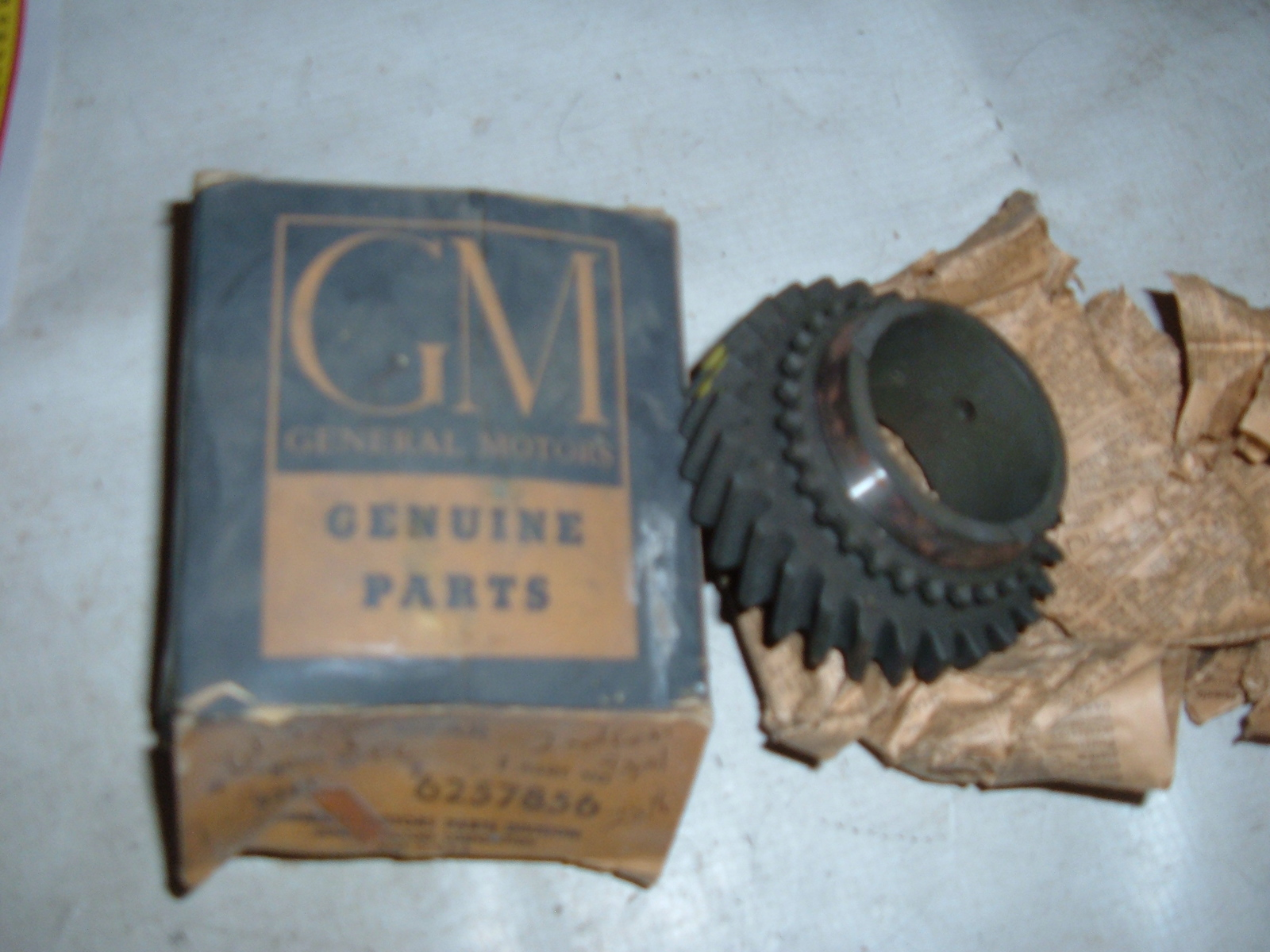 1961 62 63 chevrolet corvair 4 speed transmission 2 nd gear nos gm # 6257856