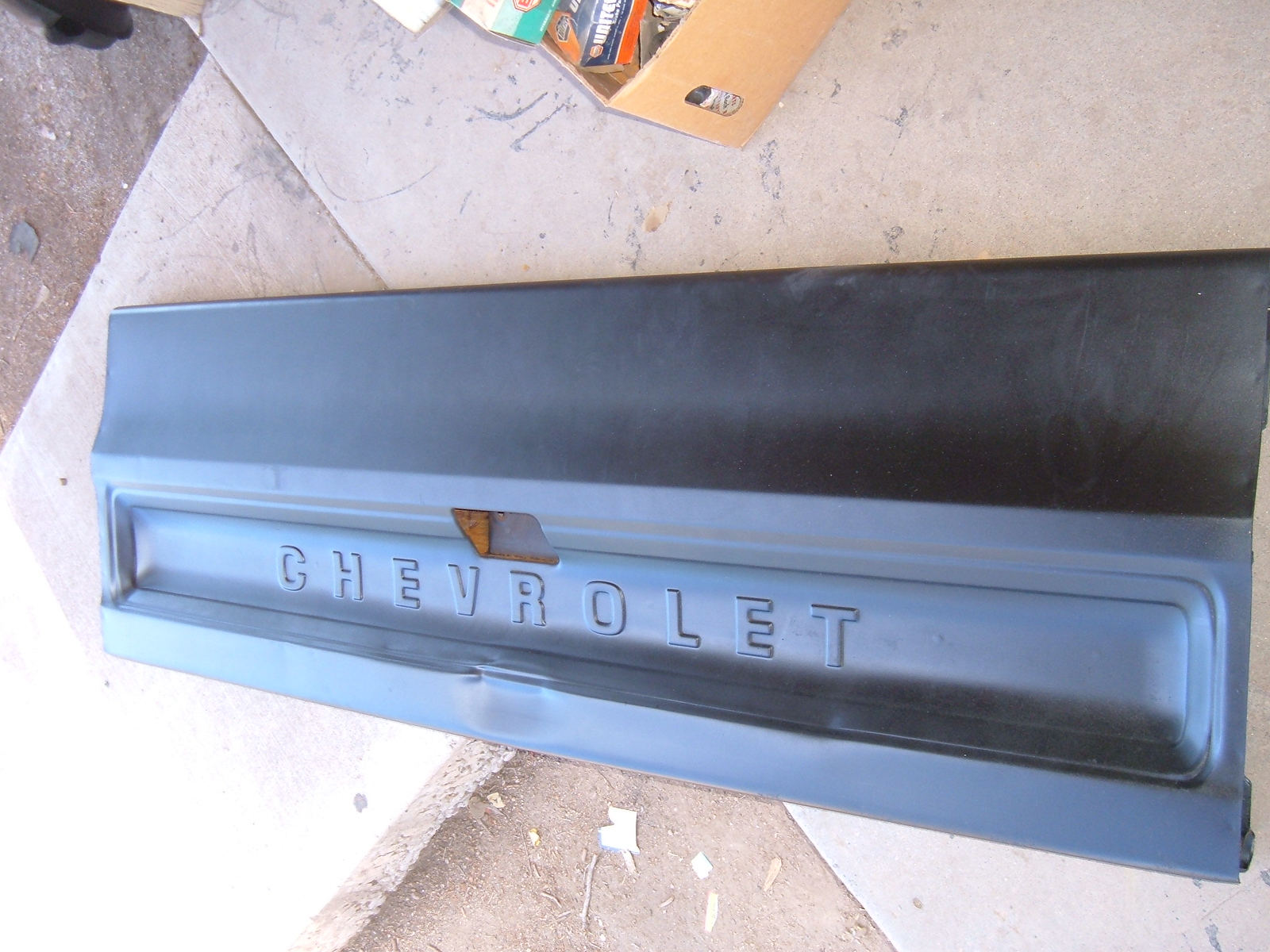 View Product1973 74 75 76 chevrolet truck tailgate nos gm 345806 (z 345806)