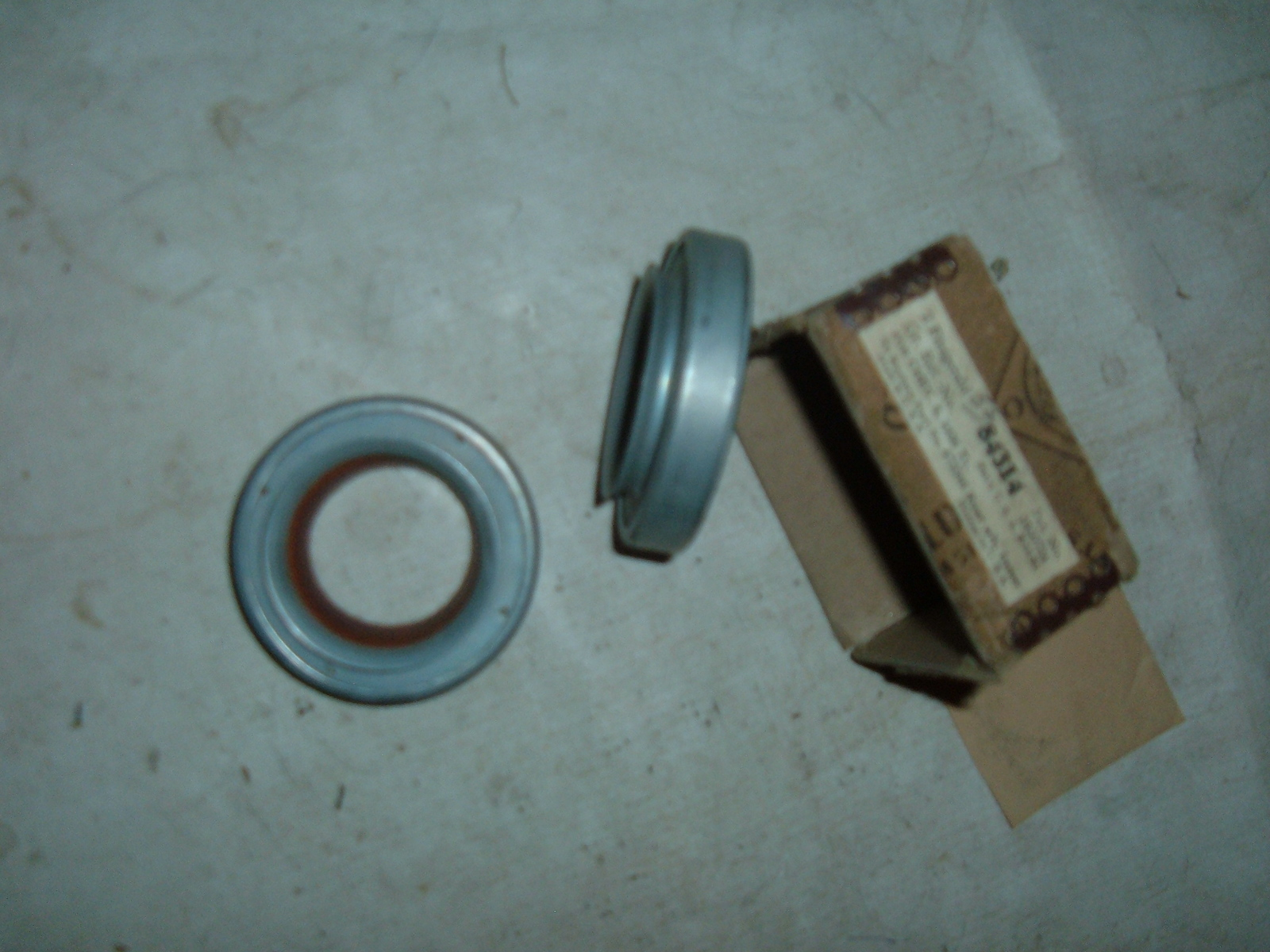 View Product1936 chevrolet truck rear grease axle seals retainers # 473546 (z 473546)