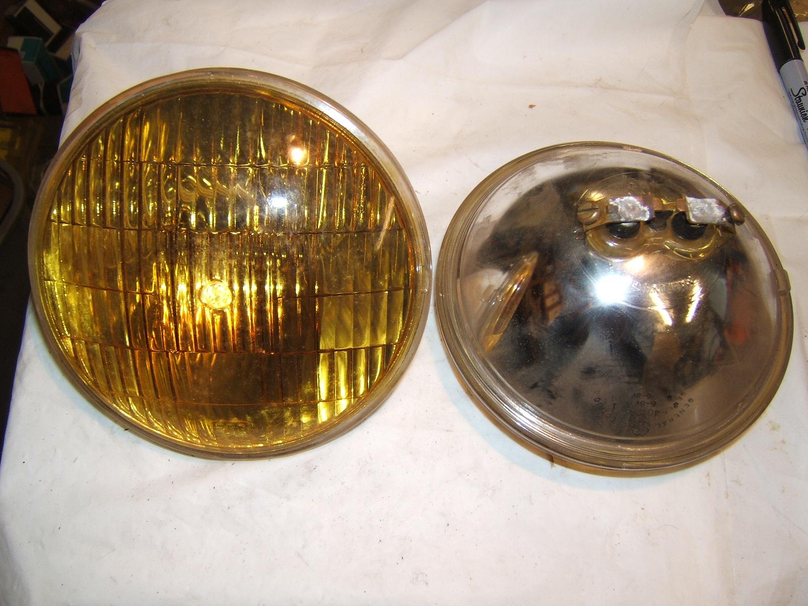 Vintage 40's amber fog lamp bulbs pair 6v # 4012 A (a 4012a)