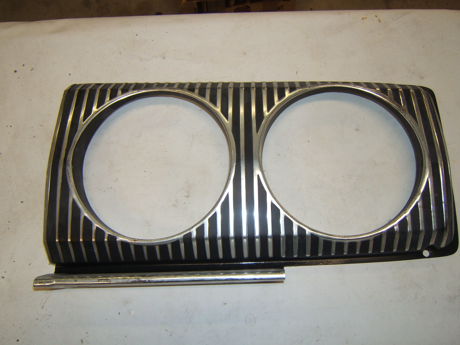 1967 Dodge Coronet NOS right Headlight Bezel 2582310 NOS (a 2582310)