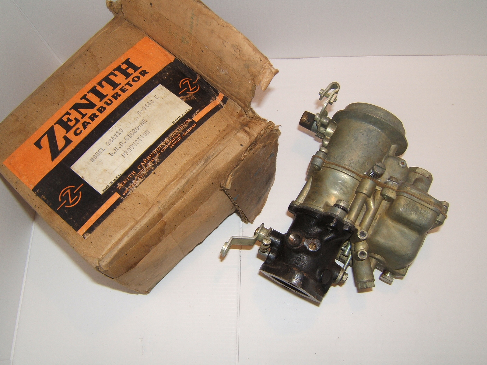 1937-40 International truck nos zenith 28AV10 (a 28AV10)